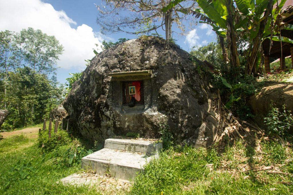 Toraja tomb