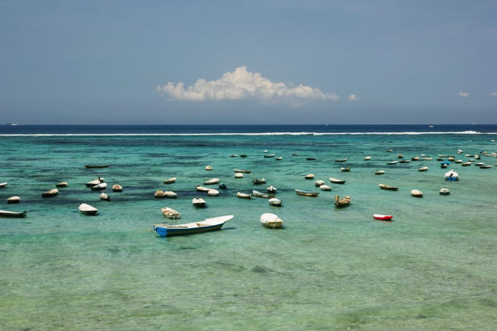 Boats anchored between Lembongan and Ceningan