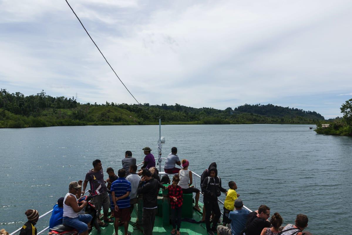 Boat togean ampana